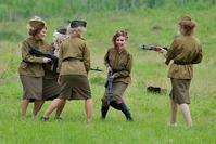 russian-girls-ak47
