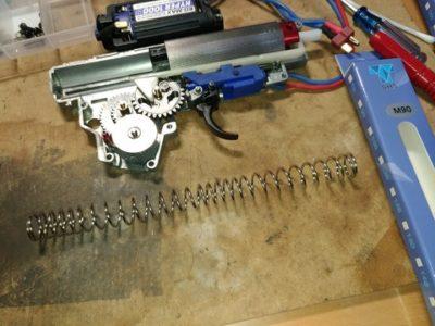 【CYMA AK47】もうちょっとだけ初速調整の為にメーカー違いのスプリングに交換